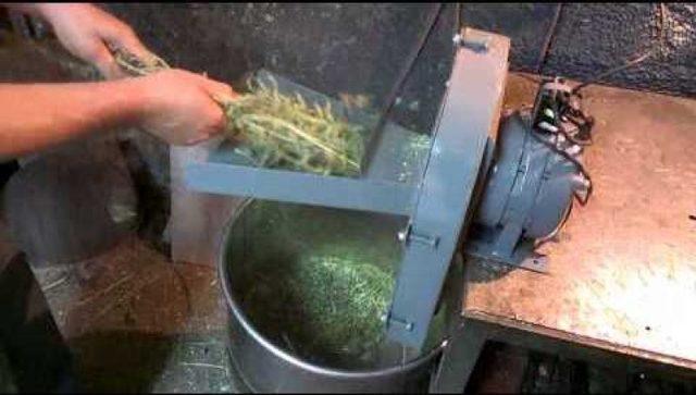 Как сделать корморезку, овощерезку или измельчитель корма для скота своими руками