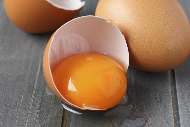Срок годности яиц куриных в холодильнике, домашних, сырых, вареных
